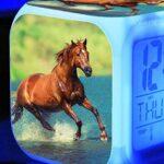 shiyueNB 7 Couleurs changeantes Lumineux numérique Horloge Cheval LED réveil Enfants Festival Cadeau Multifonction Bureau Montres électroniques Horloge Jaune