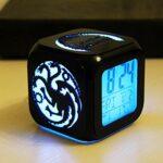 ZhangXF Réveil super tendance en forme de jeu de droite – Veilleuse LED stéréo 3D – Réveil silencieux – Cadeau d'anniversaire – Sept couleurs – B : boîte à piles + câble USB