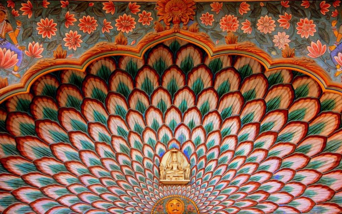 iconic gates of ridhi sidhi pol of city palace jaipur