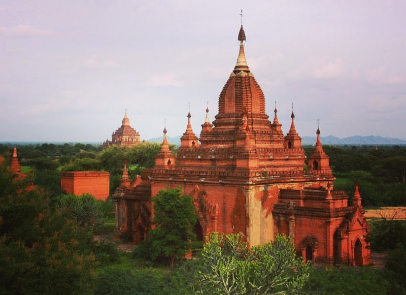explore the temples and stupas on bagan travel