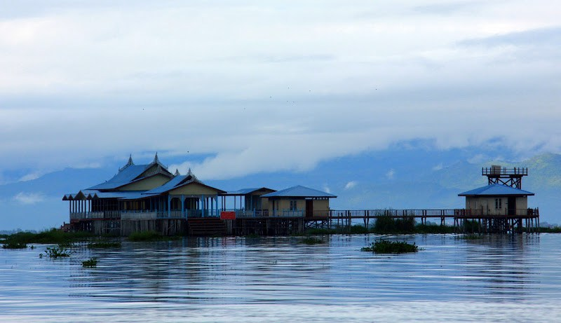 start early if you want to enjoy lake inle weekly markets in peace