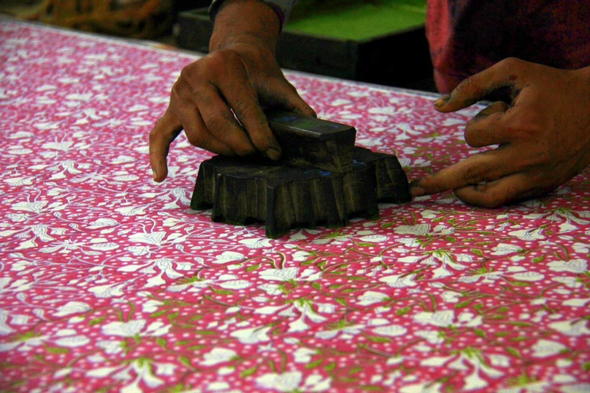 a hand block print workshop in jaipur