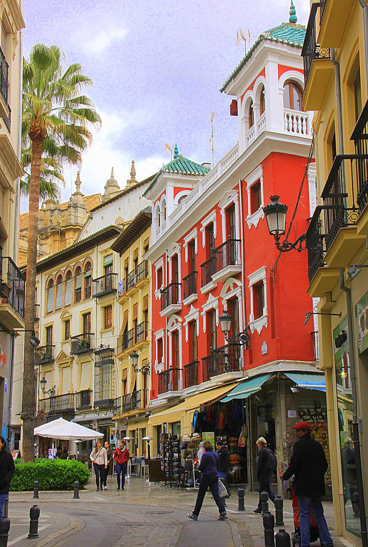 The bustling central Granada is very popular among tourists