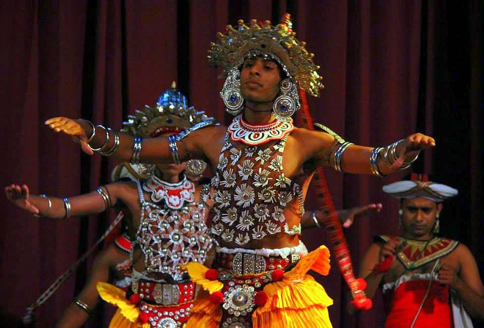dance show at kandy