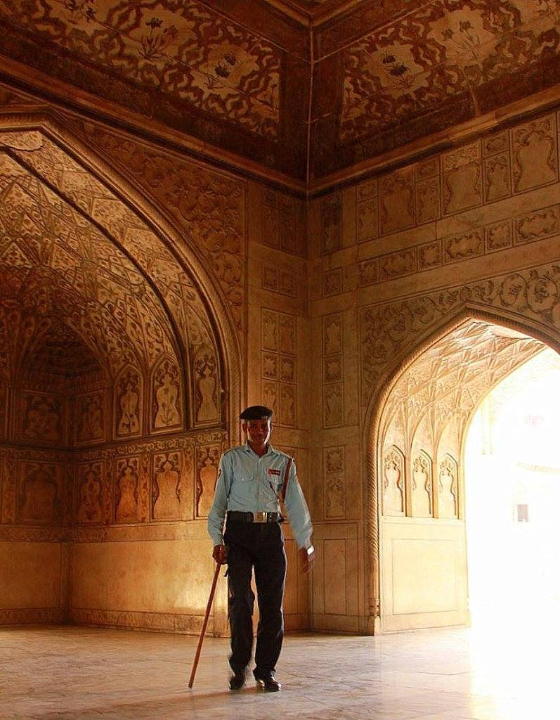 Shah Jahan was imprisoned in agra fort by his son