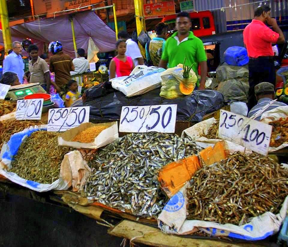 pettah fresh produce market in colombo