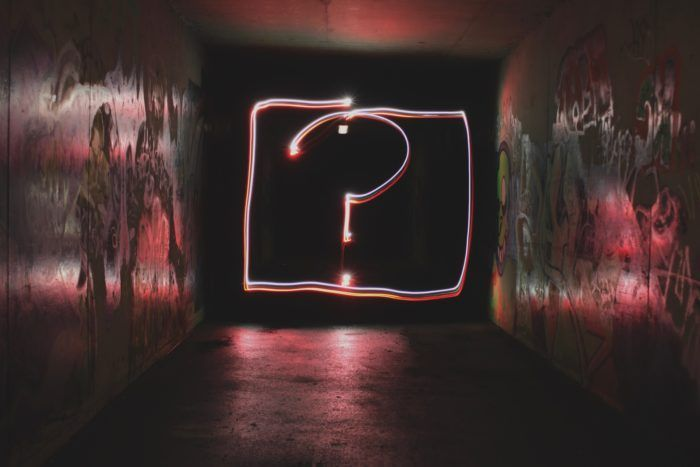 Signo de preguntar iluminado