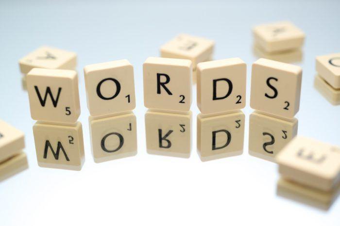 Letras del juego scrabble para aprender vocabulario