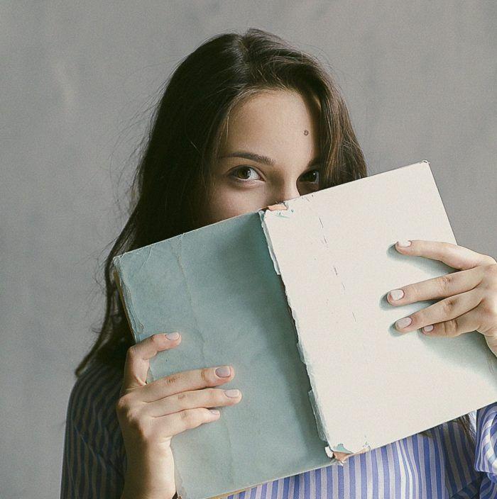 Cuentos feministas-chica leyendo