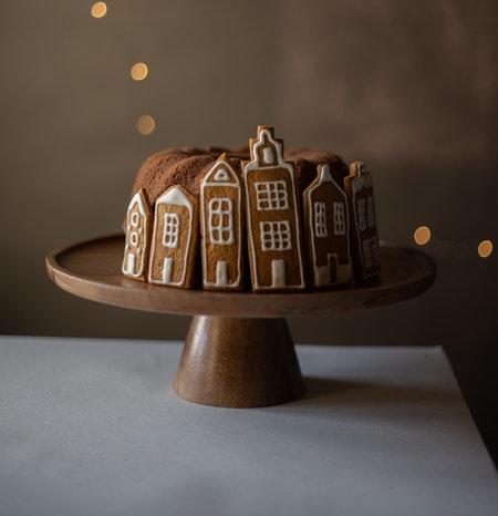 Tarta con forma de casas entrañables para una novela feelgood