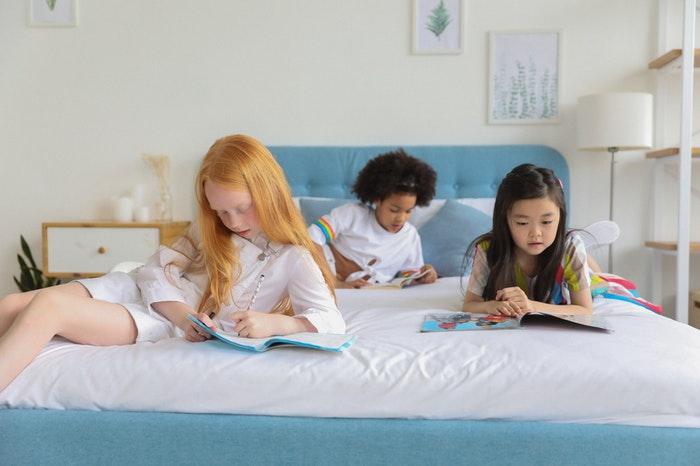 niños leyendo libros para niños de 10 a 12 años