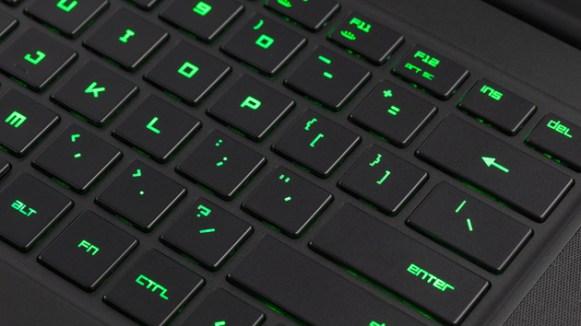 382382-razer-blade-2015-keyboard