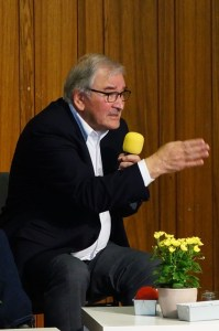 Zoni Weisz bei der eindringlichen Erzählung seiner Geschichte als Kind im Nationalsozialismus.