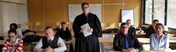 Kreativer Literaturunterricht am Max-Weber-Berufskolleg in der Fachoberschule