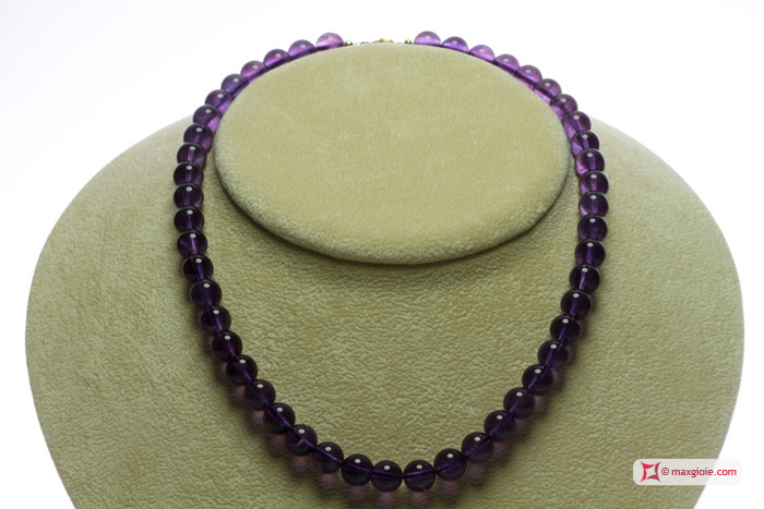 Extra Amethyst Necklace 8½mm round in Gold 18K