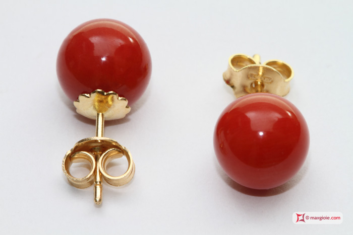 Extra Red Coral Earrings 8-8½mm in Gold 18K