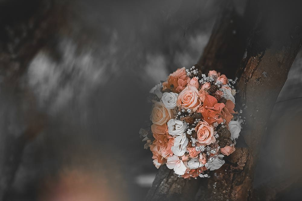 Hochzeitsfotograf Hochzeitsreportage Hochzeit Hotel Stempferhof Behringersm%C3%BChle Bayreuth fotograf brautkleid portrait hochzeitsfotos Brautstrauss - Hochzeit - Sophia & Andi – Gößweinstein