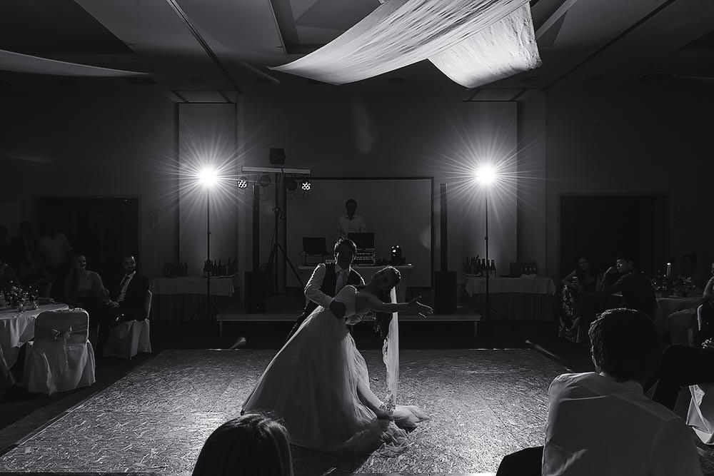 Hochzeitsfotograf Hochzeitsreportage Hochzeit Hotel Stempferhof Behringersm%C3%BChle Bayreuth fotograf brautkleid portrait hochzeitsfotos gruppenfoto hochzeitstanz - Hochzeit - Sophia & Andi – Gößweinstein