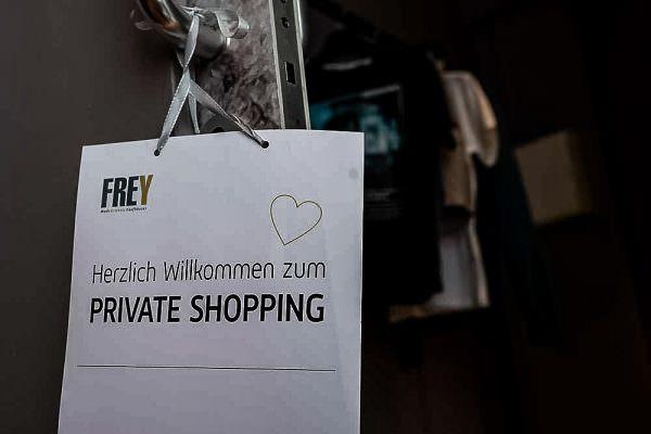Frey Marktredwitz private shopping werbefotograf werbefotografie fotoshooting produktbilder fotostudio franken key visuals werbeagentur cham unternehmensfotografie 600x400 - Imagebilder Business Key Visuals