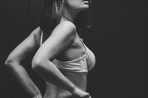 erotikkalender kalendershooting tuninggirls gridgrils fotoshooting werkstatt tuninggirls sexygirl model werbekalender smartrepair kalendermodel 600x400 - Imagebilder Business Key Visuals