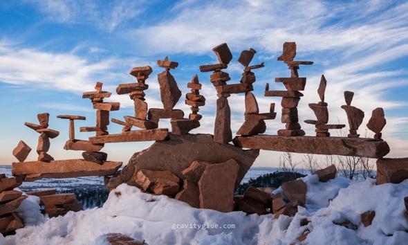 https://i2.wp.com/www.maxitendance.com/wp-content/uploads/2014/03/land-art-michael-grab-sculpture-pierre-equilibre-ephemere-02.jpg