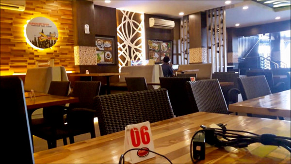 Luxury Jogja Internet Cafe