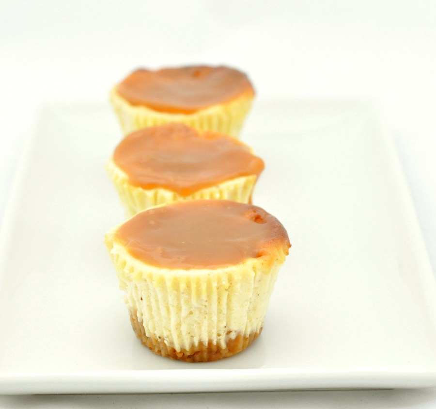 Mini cheesecakes with caramel sauce