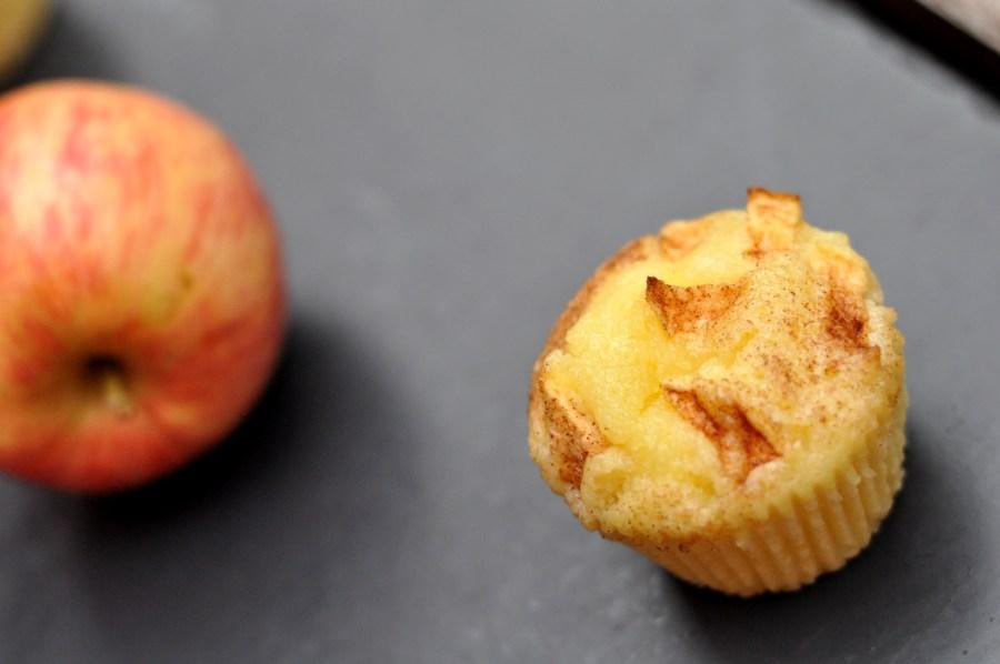 Yoghurt apple muffins