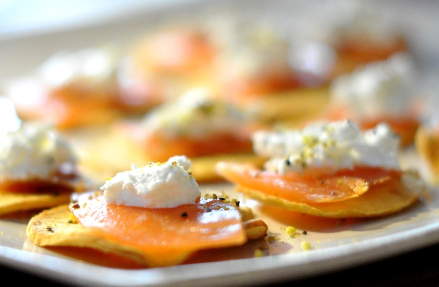 Smoked salmon on apple chips