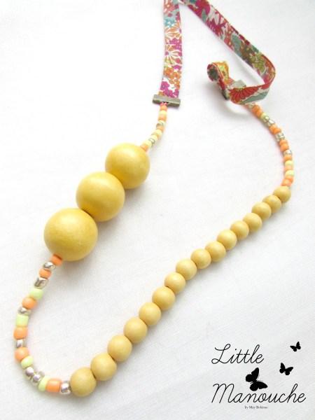 """Collier """"Little Manouche"""" - Biais Liberty perles en bois, Coeur en nacre et pompon"""