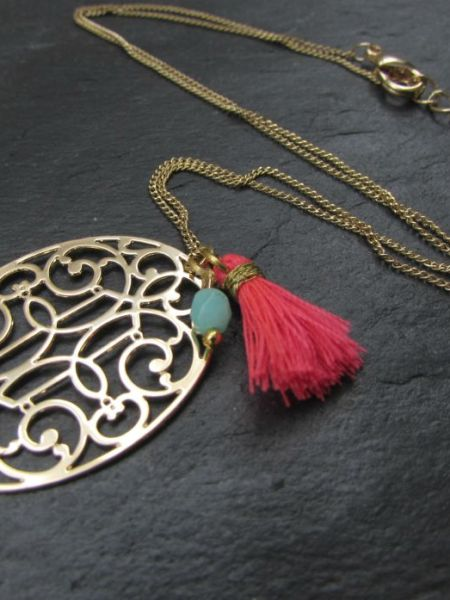 collier_moucharabieh_may_boheme_pompom_fluo_plaqué_or_jaune_estampe_oriental_retro_vintage