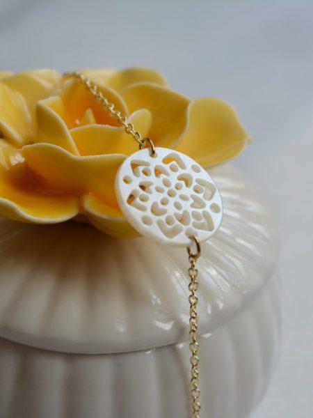 """BRACELET SWEET FLOWERS """"Art Bucolique"""" - Médaille nacré fleur, chaîne fine"""