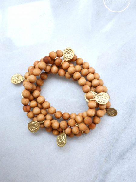 Sautoir Lalih SWEET SANTAL - Perles de santal médailles indiennes