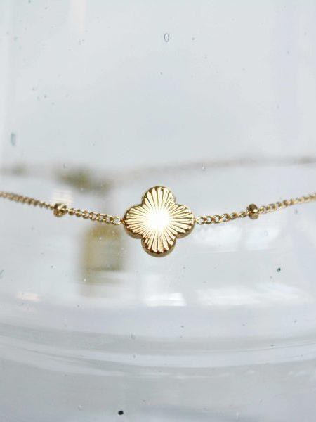 """Bracelet ZOAH """"BOHEMIAN MOOD"""" - Bracelet chaîne fine médaille Trèfle ciselé acier inoxydable"""