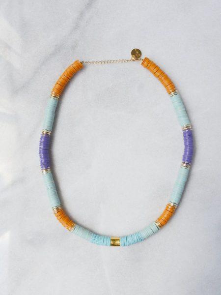 """Collier Ghana """"ROOTS"""" - Collier heishi vinyle recyclé et perles doré à l'or fin cylindrique"""