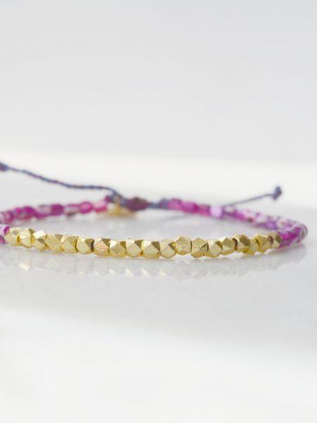 """Bracelet Little Sally """"ROOTS"""" - Bracelet perles de coquillage perles facettées dorées à l'or fin"""