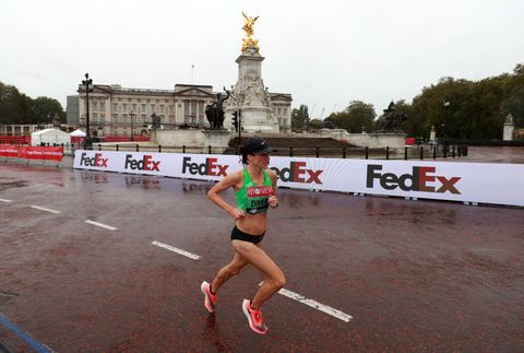Sinéad Diver on way to finish 8th - 2:27.07 - in Elite Women's London marathon in October 2020