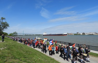 A large march along the riverside for Windsor's 125th Birthday