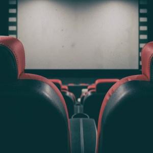 Ver películas y disfrutar del teatro, un placer saludable