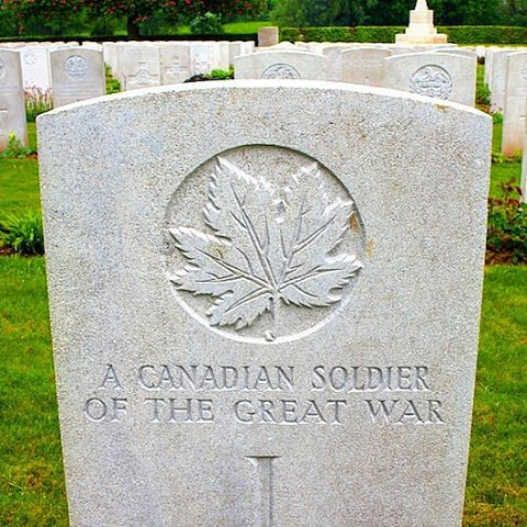 Unknown soldier of the Great War, WWI Canadian soldier's grave, headstone, maple leaf
