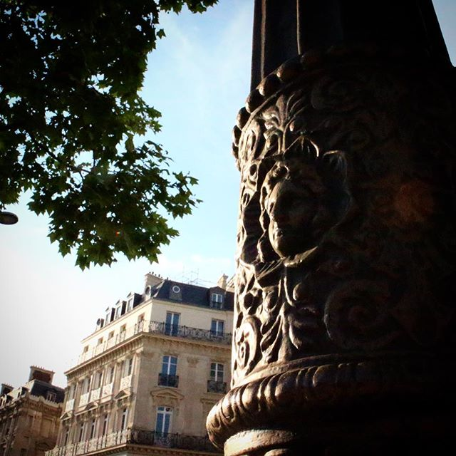 a face in the lamppost on the champs elysees, paris photos, paris pictures, pictures of paris,