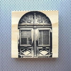 paris france marais, marais district architecture, marais ornate doors, fancy doors in paris, wood carved doors, french home decor