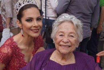 Afra recibe homenaje por 86 años de reinado