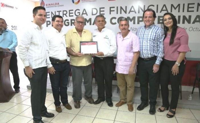 <center>Sinaloa avanza en financiamiento Sedeco entrega créditos en Navolato</center>