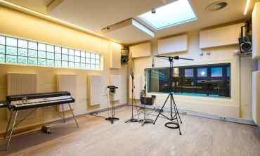 Aufnahmeraum 2 der Bauer Studios Ludwigsburg Wandabsorber Typ A115 STD HR Deckenabsorber Typ A115 MAX1 Foto Steffen Schmid