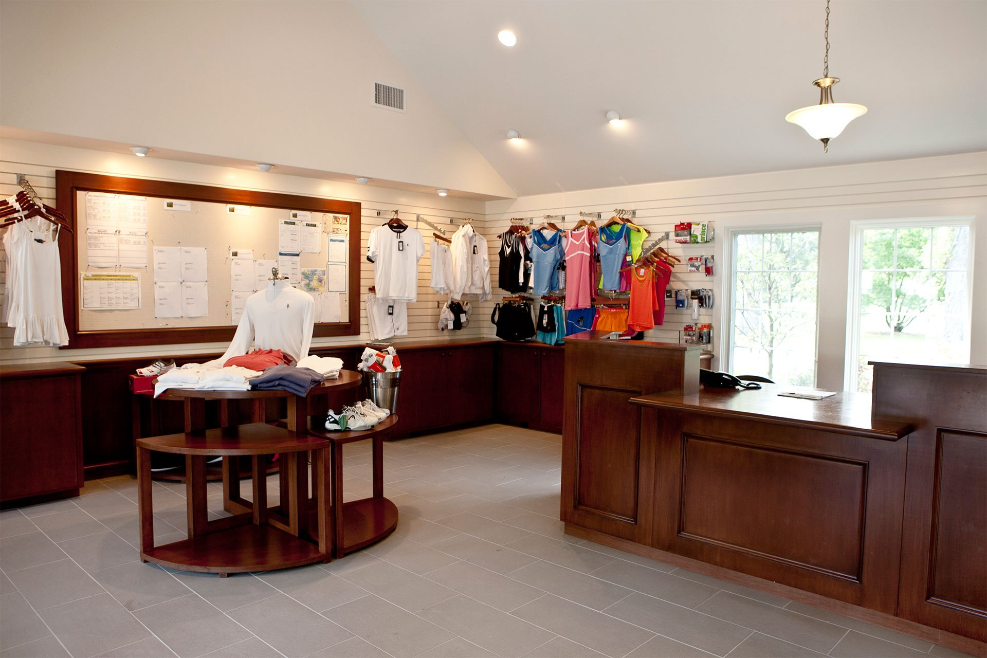 murphy-brothers-contracting-commercial-commercial-quaker-ridge-interior-golf-shop-retail