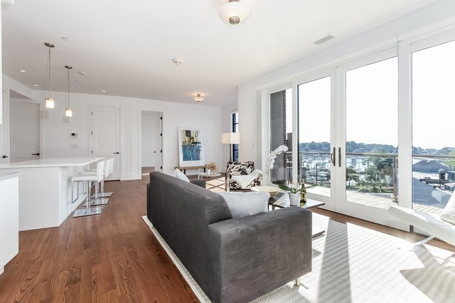 murphy-brothers-contracting-commercial-harbor-court-Interior-livingroom (1)