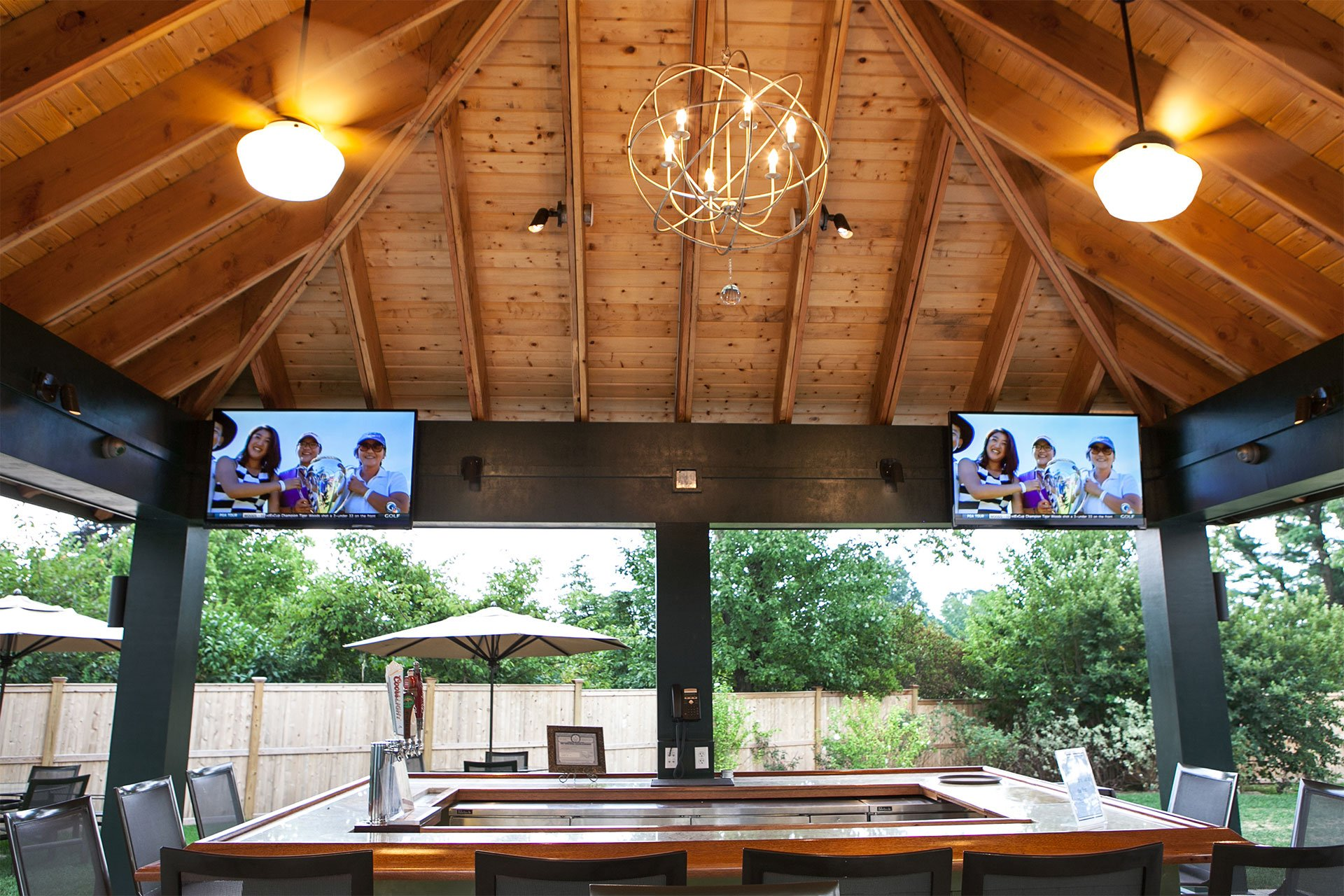 murphy-brothers-contracting-commercial-mamk-winged-foot_exterior-tiki-bar-snack-04