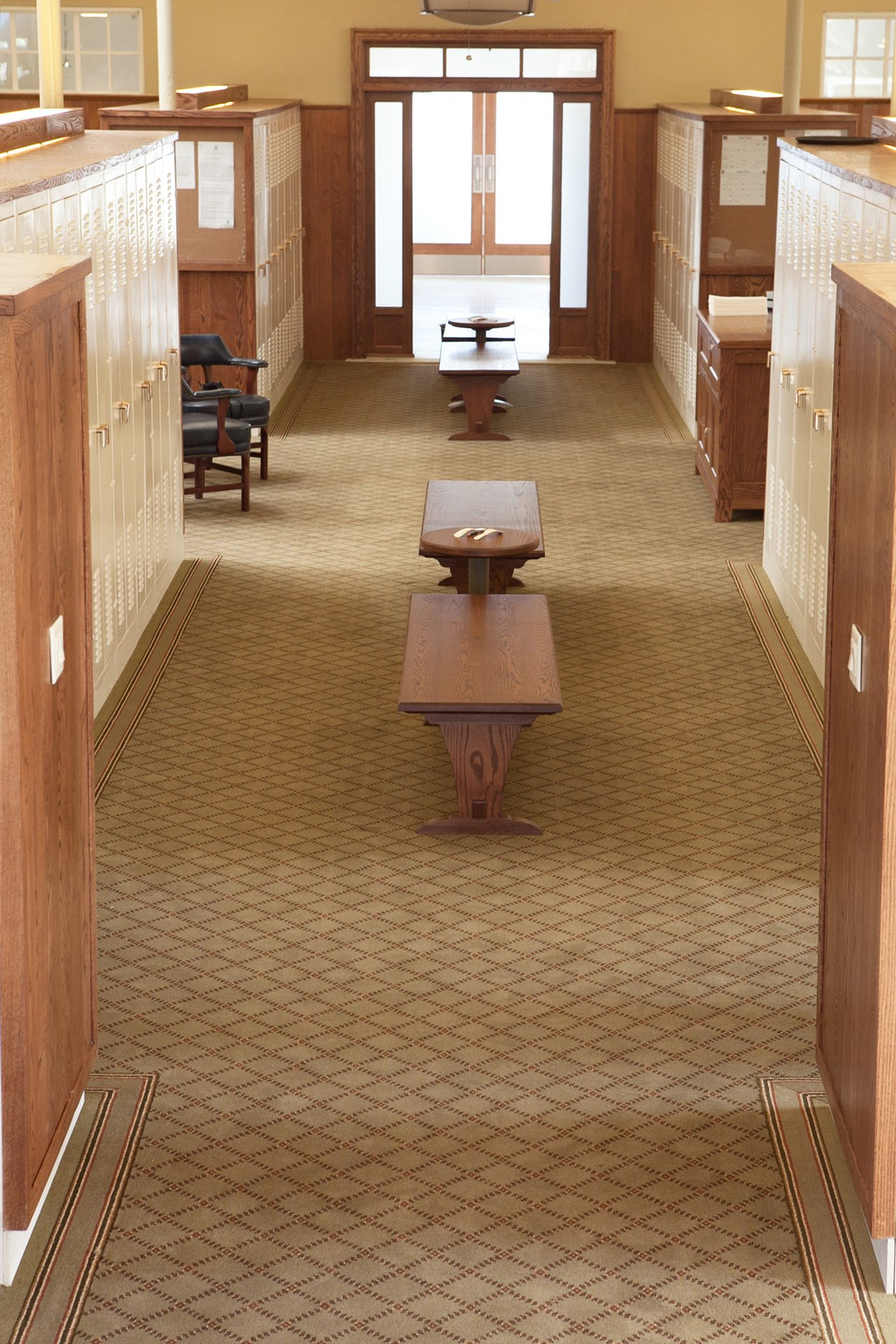 murphy-brothers-contracting-commercial-mamk-winged-foot_interior-mens-locker-room-14a
