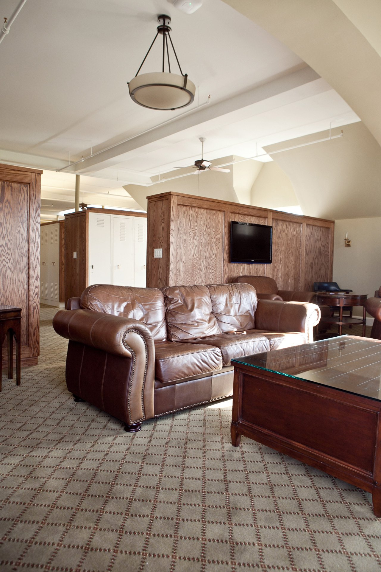 murphy-brothers-contracting-commercial-mamk-winged-foot_interior-mens-locker-room-15